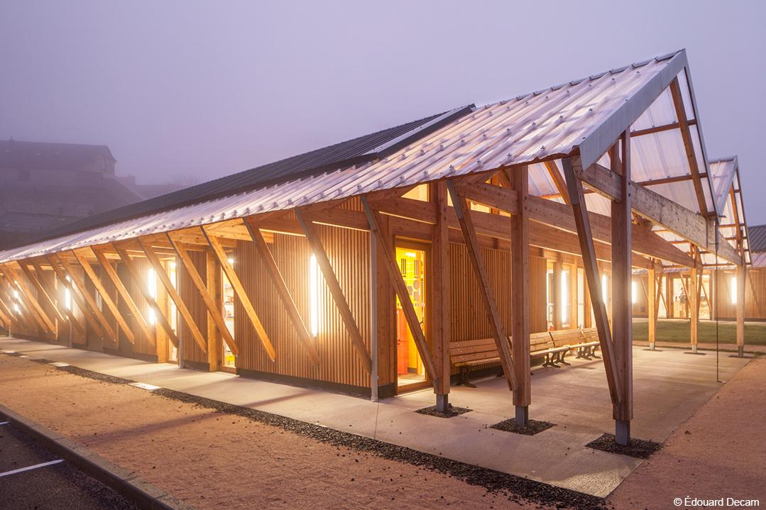 halle d'activité en bois lamellé