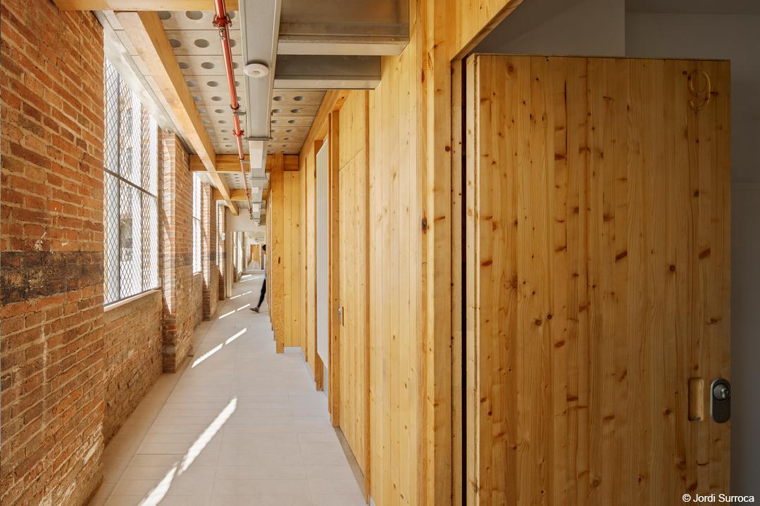 bois lamellé Rénovation bâtiment industriel transformation en logements avec une structure bois