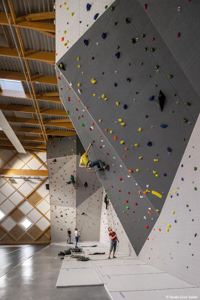 centre omnisports gymnase structure en bois lamellé charpente en bois lamellé