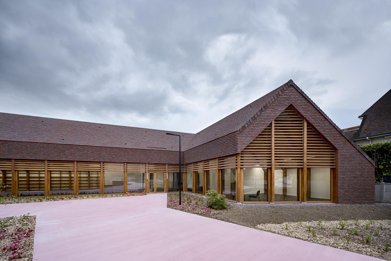 bois lamellé architecture contemporaine normande structure bois pole social et culturel Cabourg