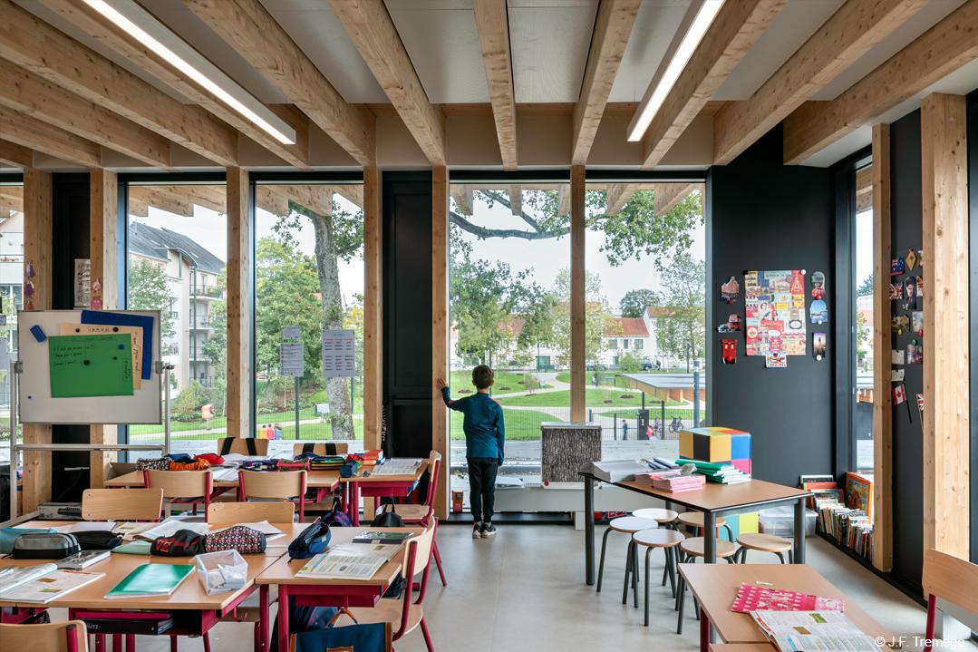 groupe scolaire structure bois lamellé saint cyr sur loire